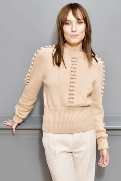 Le pull d'Ana Girardot nous fait très envie par ce temps, pas vous ?