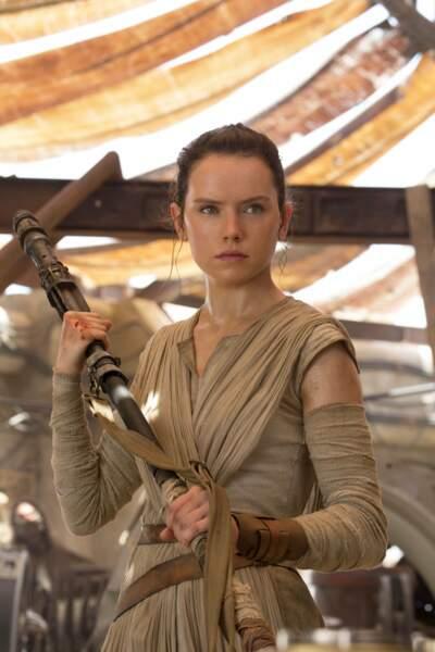 Rey (Daisy Ridley), guerrière nouvelle génération du Réveil de la Force (2015)