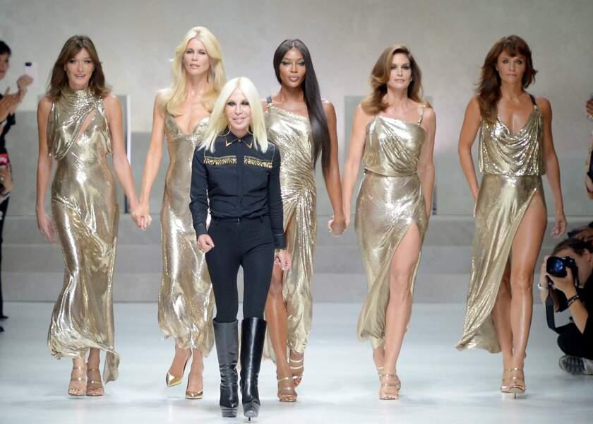 Carla Bruni, Claudia Schiffer, Naomi Campbell, Cindy Crawford et Helena Christensen ont donc repris du service