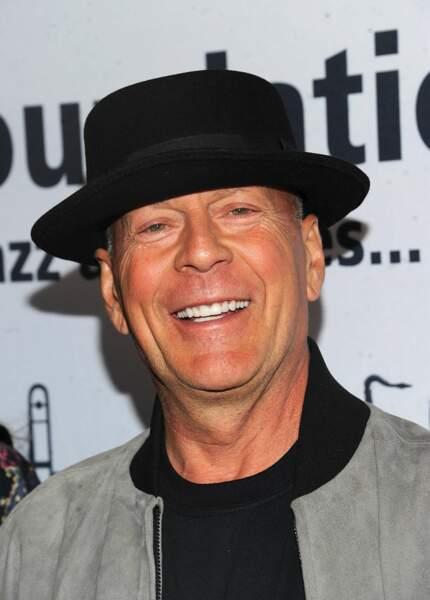 On reconnait facilement la voix française de Bruce Willis…