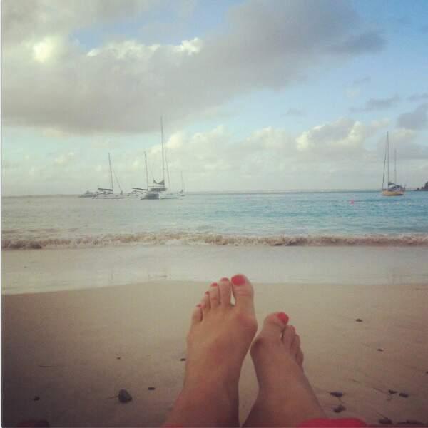 Pendant qu'il fait gris à Paris, Lorie bulle à la plage