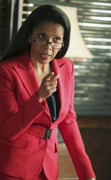 Penny Johnson Jerald a rejoint la série à la saison 4 dans le rôle de Victoria Gates