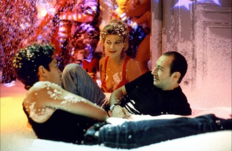 Gros délire dans Pédale douce (1996), dans le rôle d'une femme de patron