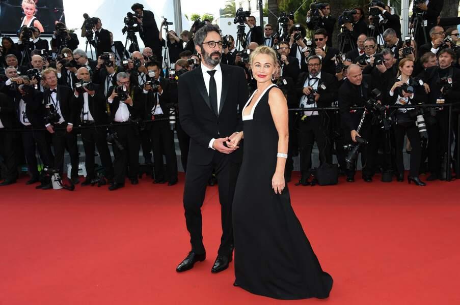 Emmanuelle Béart et son compagnon Frédéric posent lors de la première montée des marches du Festival de Cannes 2015