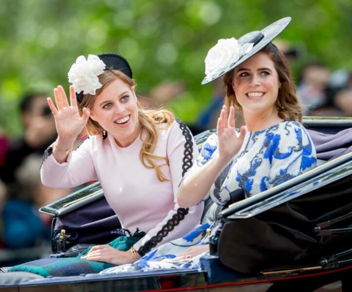 Les princesses Beatrice et Eugenie, toujours inséparables et le sourire aux lèvres