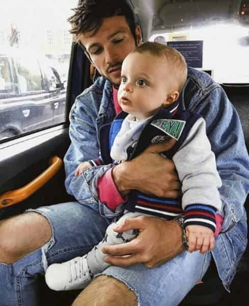 Papa poule, Hugo poste souvent des photos de son fils sur les réseaux