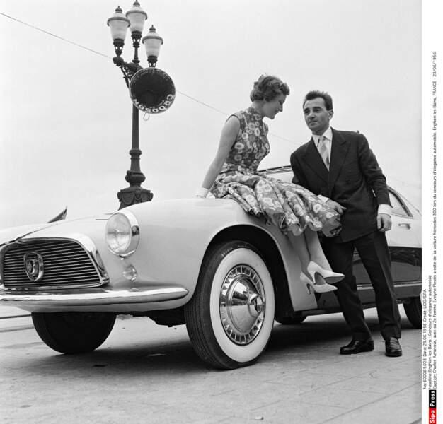 Avec sa deuxième femme Evelyne Plessis lors d'un concours d'élégance automobile en 1956 à Enghien-les-Bains