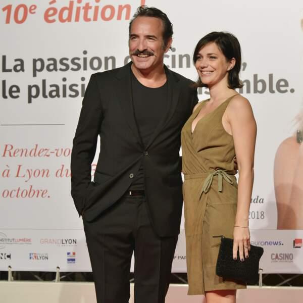 Célébrée le même jour, l'union de Jean Dujardin et Nathalie Péchalat s'est révélée plus confidentielle