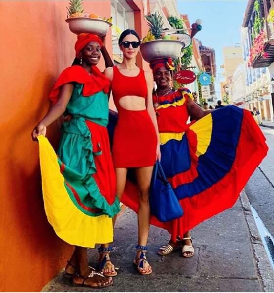 Leila Ben Khalifa a une tenue aussi colorée que ces Colombiennes