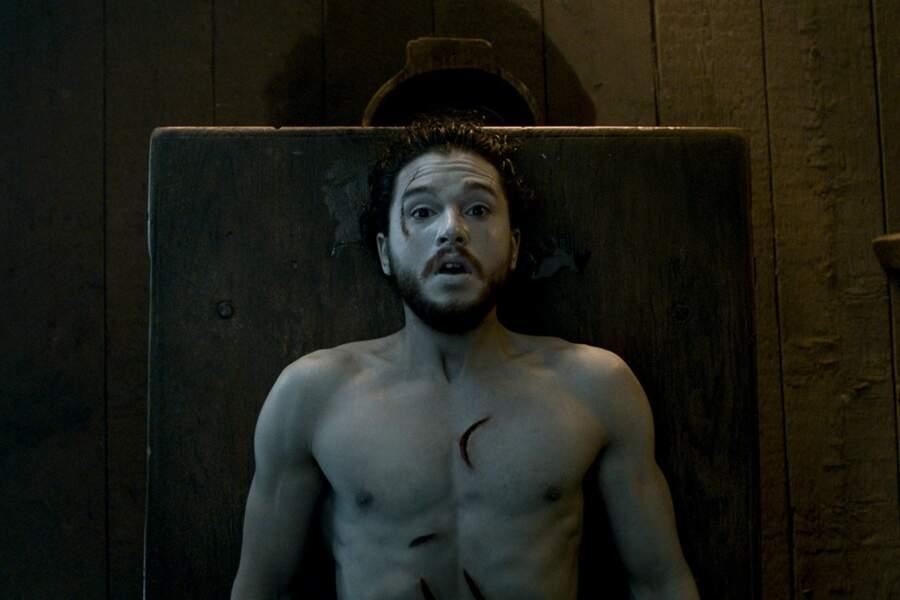 Dans la saison 6 de Game of Thrones, Jon Snow revient à la vie grâce à Melisandre !