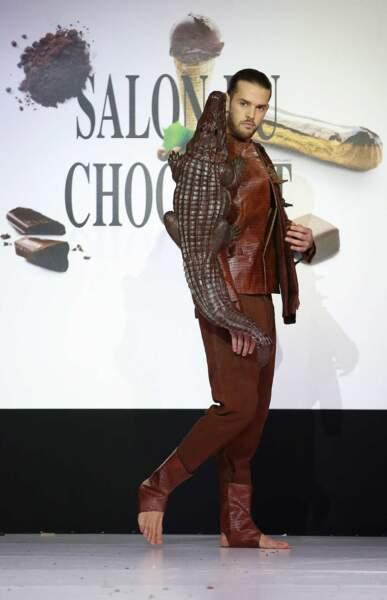 Et on termine avec un peu de testostérone :  Florent Torres a lui aussi défilé en chocolat !