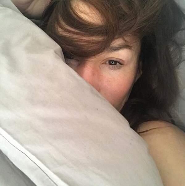 Avec la vague de froid glacial, on comprend que Vanessa Demouy n'ait pas voulu quitter son lit