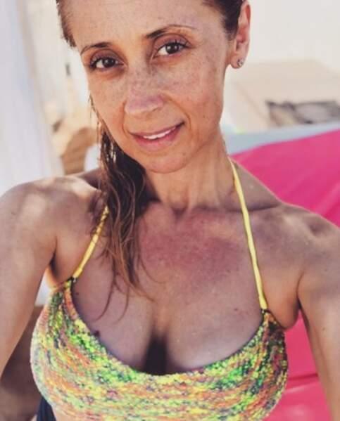 Selfie en bikini pour Lara Fabian.