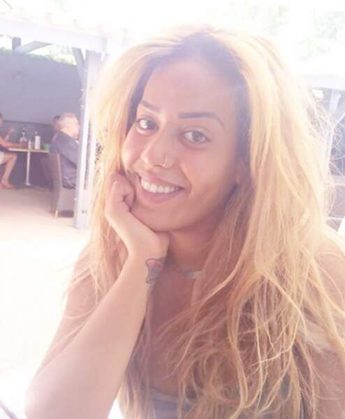 Amel Bent sans maquillage (et blonde)