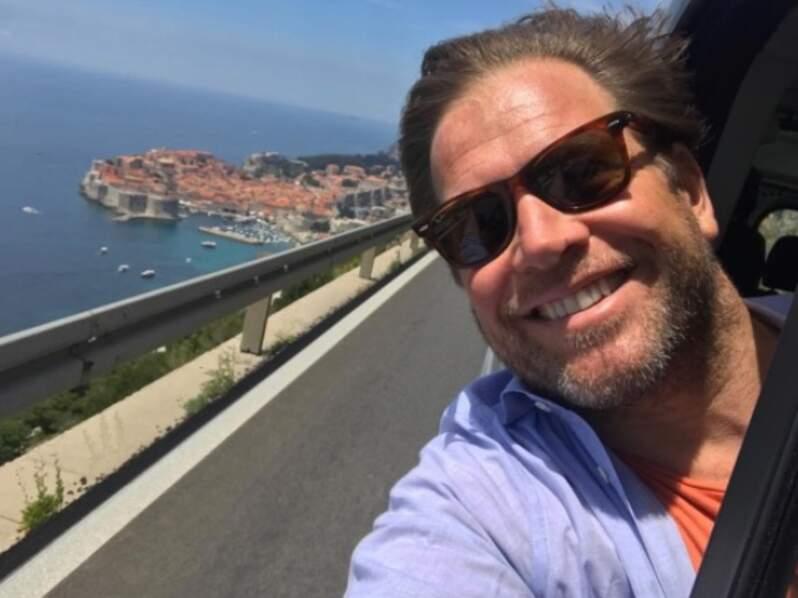 Michael Weatherly a l'air de s'amuser comme un petit fou dans sa tournée européenne, comme ici en Croatie