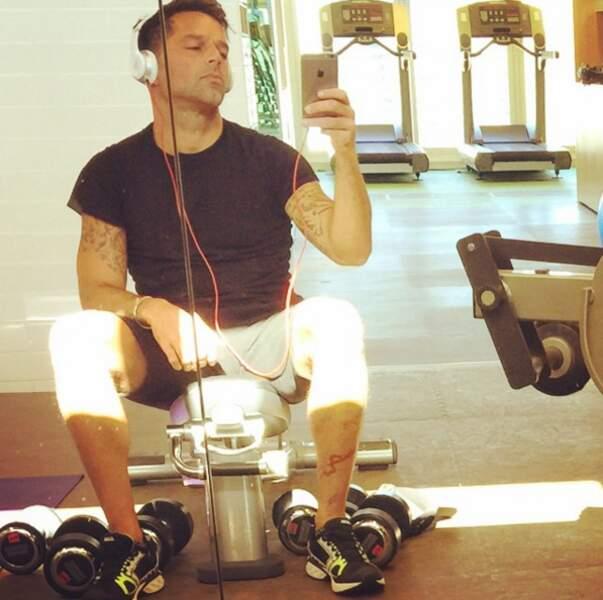 Du sport en musique : c'est la routine du chanteur Ricky Martin.