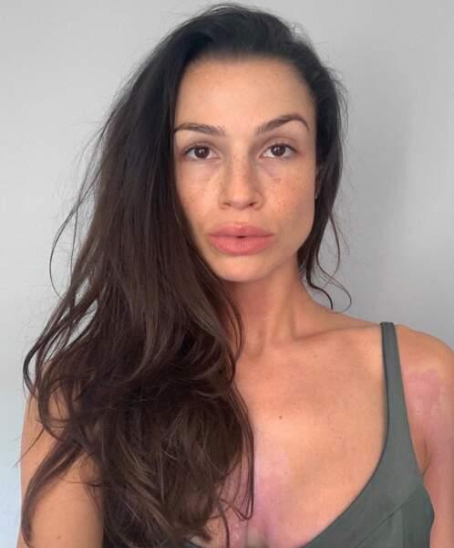 Voici à quoi ressemble la youtubeuse Sissy MUA sans maquillage ni filtre au retour de plage.