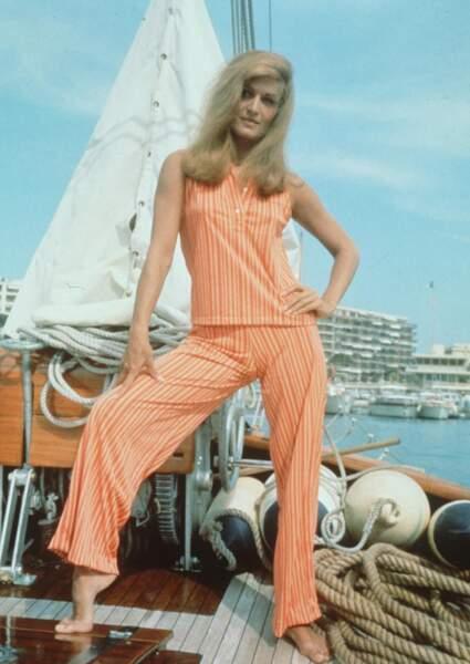 1966 : Dalida affiche déjà une silhouette parfaite.