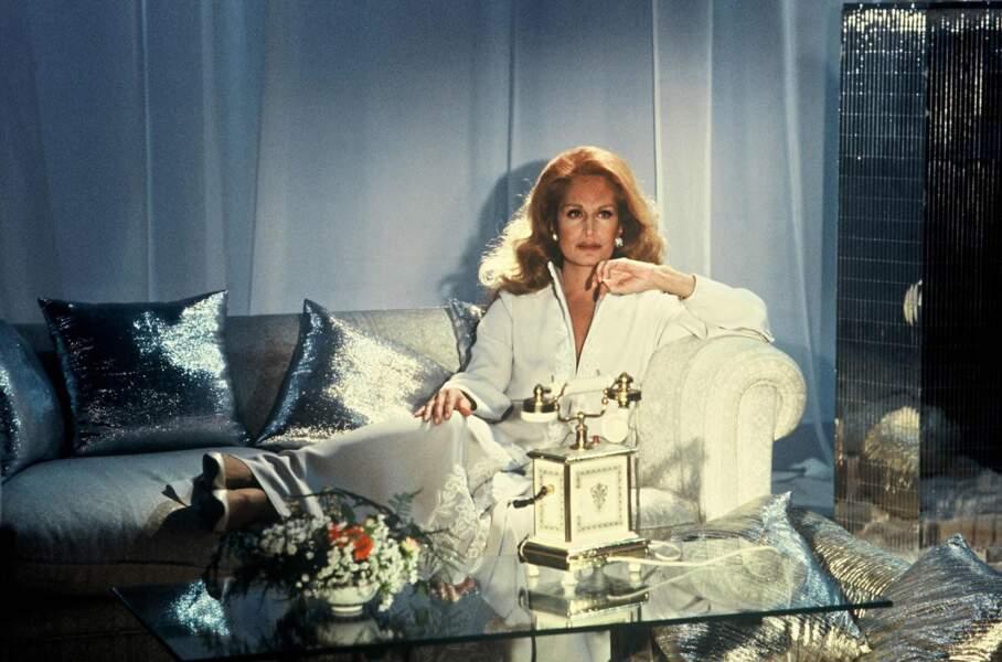 """Dalida chante en 1983 sa solitude chez les Carpentier dans la chanson """"Téléphonez-moi""""."""