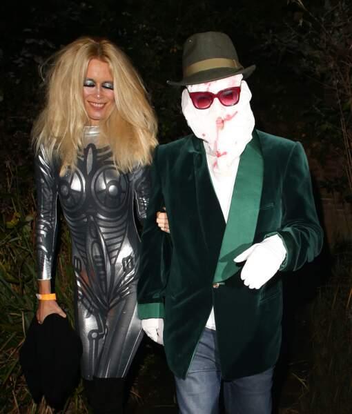 Claudia Schiffer et son mari. Elle assume encore très bien la combinaison super moulante