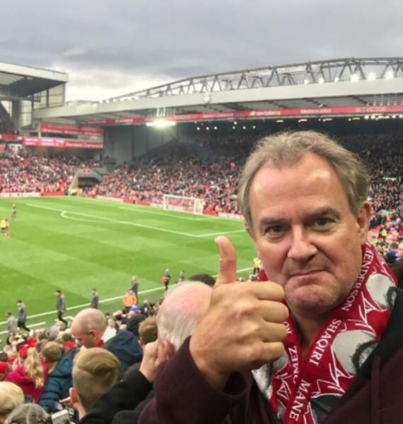 L'acteur Hugh Bonneville était super content d'assister à un match de Liverpool.