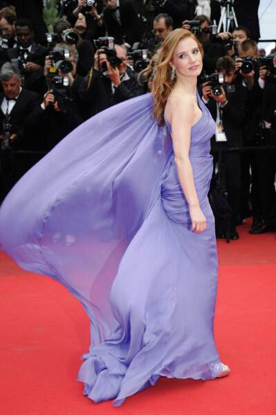 Jessica Chastain a elle aussi dû composer avec le vent cannois...