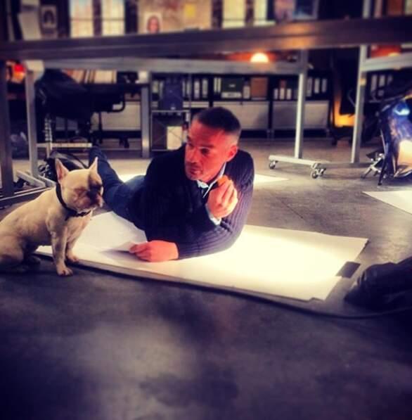 Mais Philippe prend toujours le temps de taper un brin de causette avec un chien...