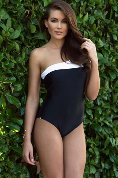 Rolene Strauss prend la pose en maillot de bain