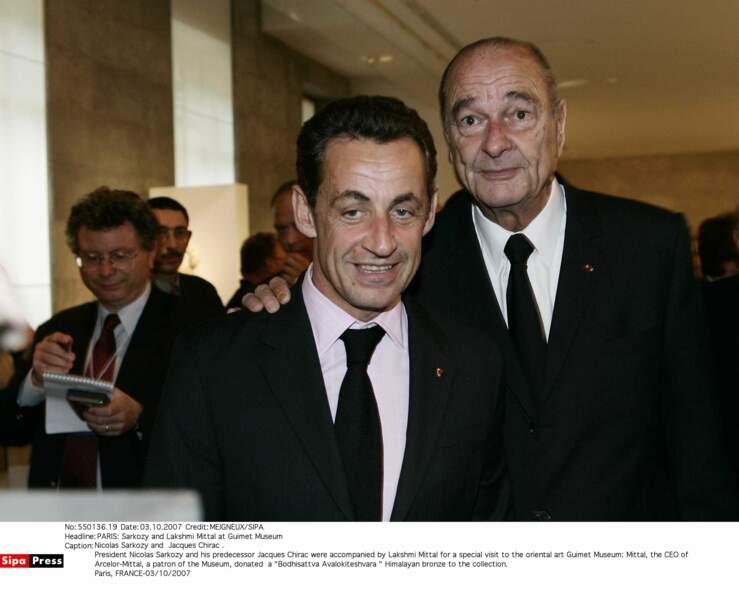 2007 : Nicolas Sarkozy est élu Président face à Ségolène Royal. Chirac joue le jeu, mais n'oublie pas