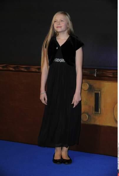 Robe noire aussi, mais plus sage, pour la jeune Faith Wood-Blagrove