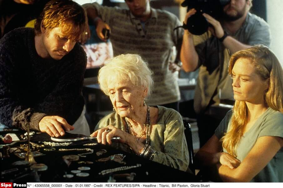 Gloria Stuart, la Rose de Titanic (1998), aux côtés de sa petite fille