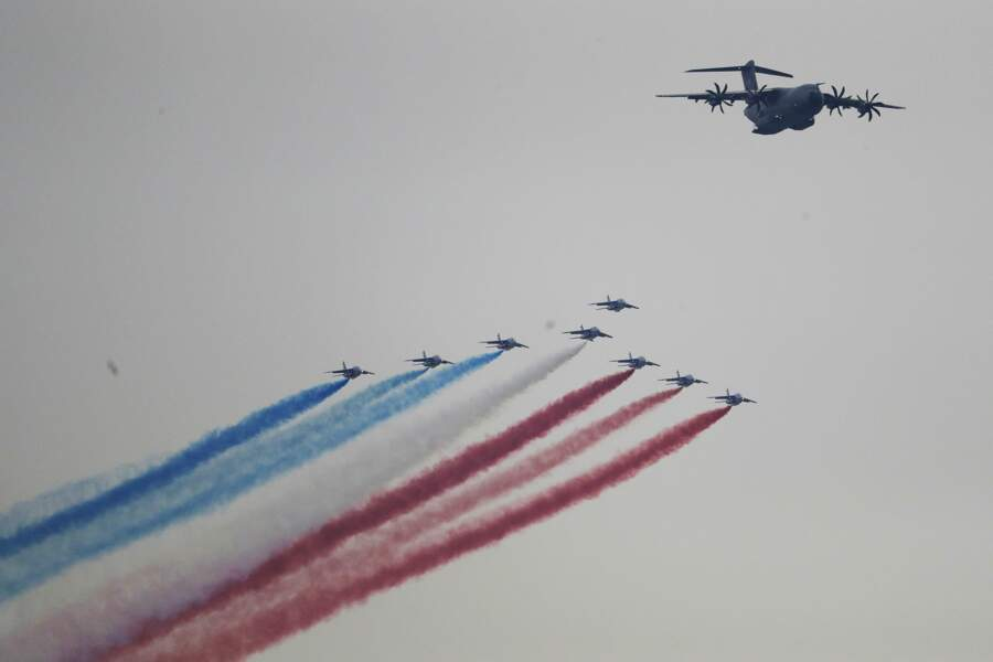 La Patrouille de France était emmenée par un avion de transport militaire A400-M