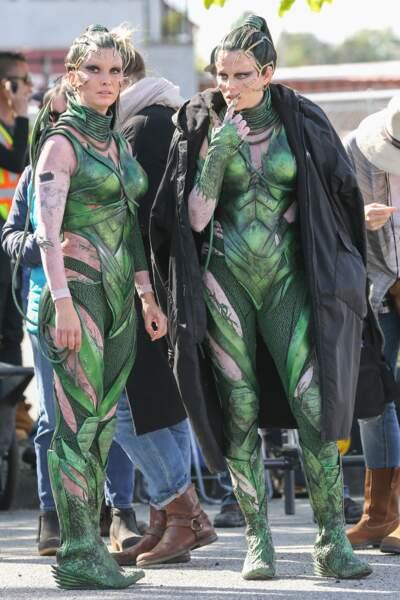 Elizabeth Banks et son double dans Power Rangers le film. Troublant... bon OK le costume aide aussi