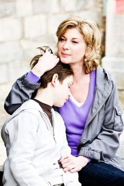 Maman à la recherche d'un père pour son fils de 12 ans dans Monsieur Papa (2011), première réalisation de Kad Merad