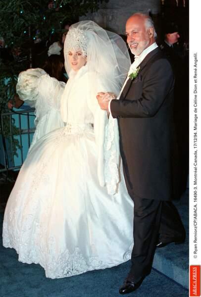 Ce jour de 1994, Céline Dion portait une sacrée robe de mariée : 6m de traîne tenue par ses huit soeurs...