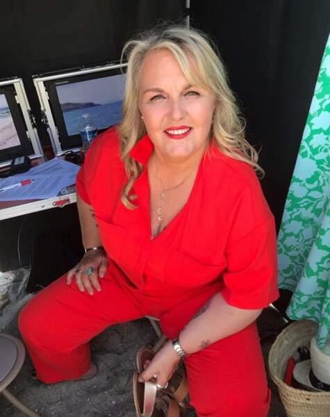 Tout de rouge vêtue, Valérie Damidot respire l'enthousiasme !
