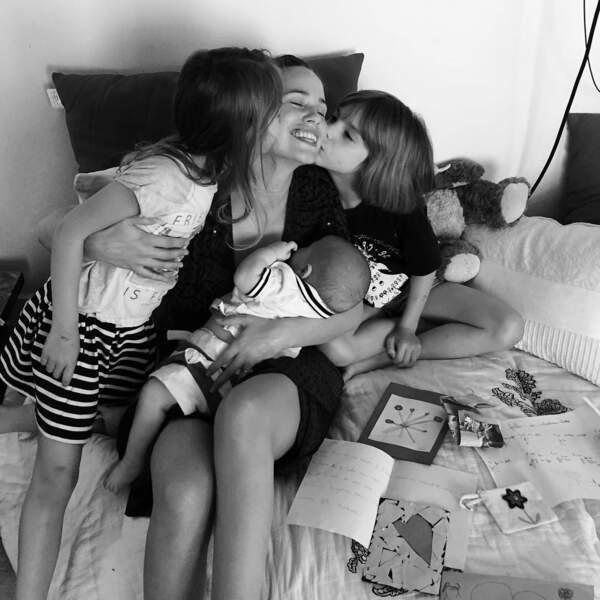 Avec son mari Adrien, un amour de jeunesse, ils sont déjà parents de deux fillettes : Lilou 8 ans et Moïra 6 ans