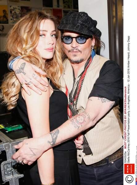 Unis en 2015, leur mariage durera 15 mois, Amber Heard (de 22 ans sa cadette) demandant le divorce en mai 2016