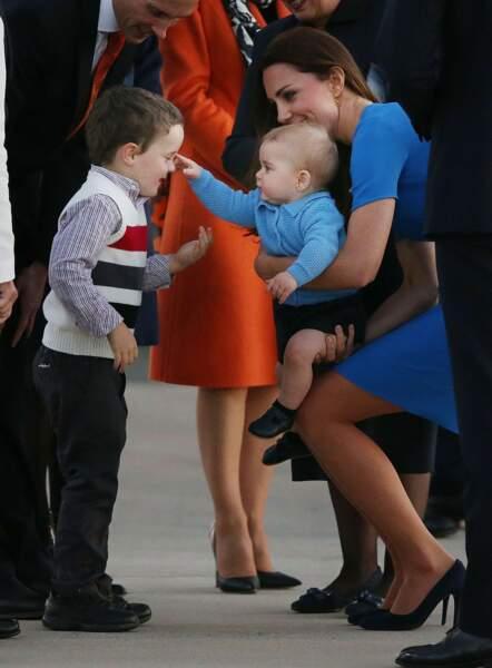 Rencontre du troisième type = le Royal Baby touche un enfant du peuple