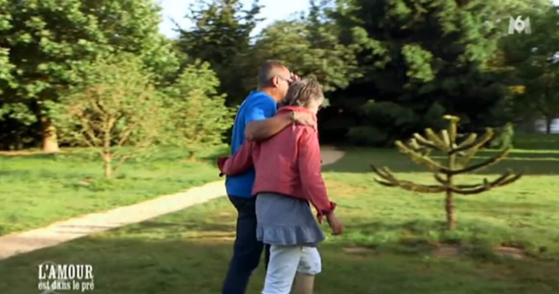 Isabelle roucoule toujours au bras de son Bruno