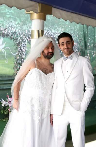 La traditionnelle photo de mariage. Mais qui a rattrapé le bouquet au fait ?