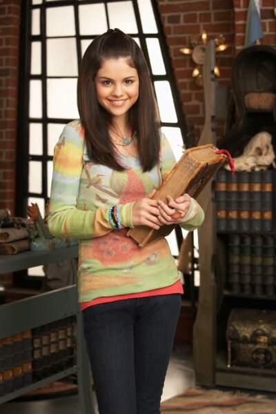 Selena Gomez s'est fait connaître du jeune public grâce à la série Disney Les sorciers de Waverly Place (2007-2012)