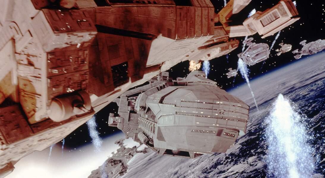 Casper van Dien engagé dans une guerre interstellaire contre des extraterrestres dans Starship troopers