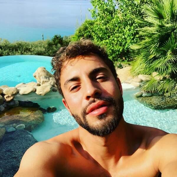 Et Marwan Berreni parfait l'art des selfies