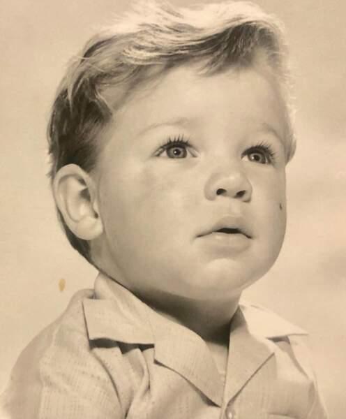 Qui est ce sage petit garçon ? C'est Russell Crowe.