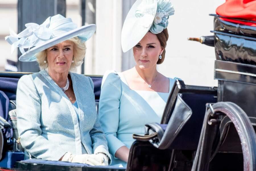 Camilla Parker Bowles et Kate Middleton, en robes bleues assorties