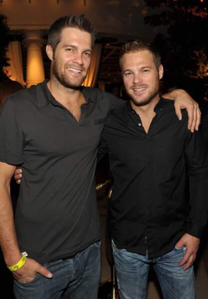 Il était joué par George Stults (à droite) qui pose aux côtés de son frère, également apparu dans la série !