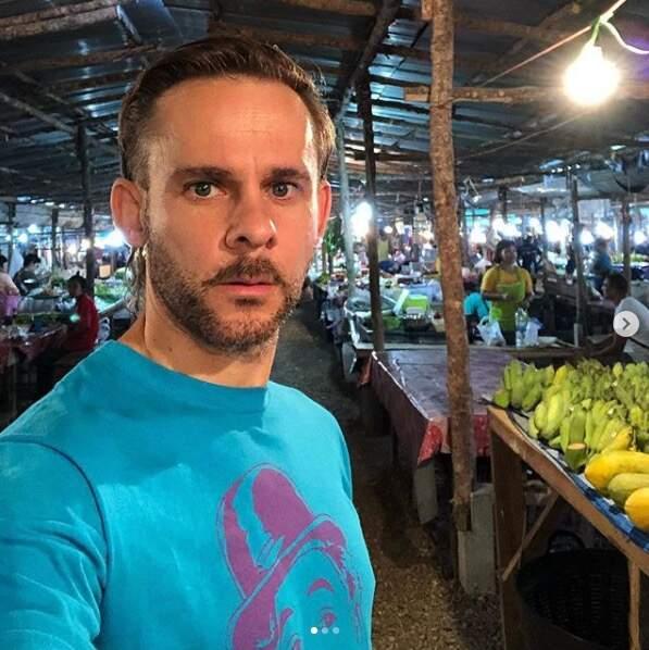Le comédien britannique (ici en vacances en Thaïlande) poursuit une carrière en dents de scie