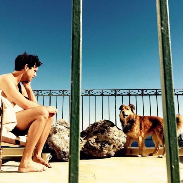 Session bronzage avec son chien
