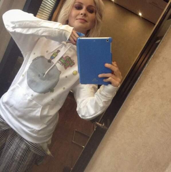 Mais elle porte très bien le pyjama